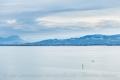 Die deutsche Bodenseeseite mit Blick auf die Alpen
