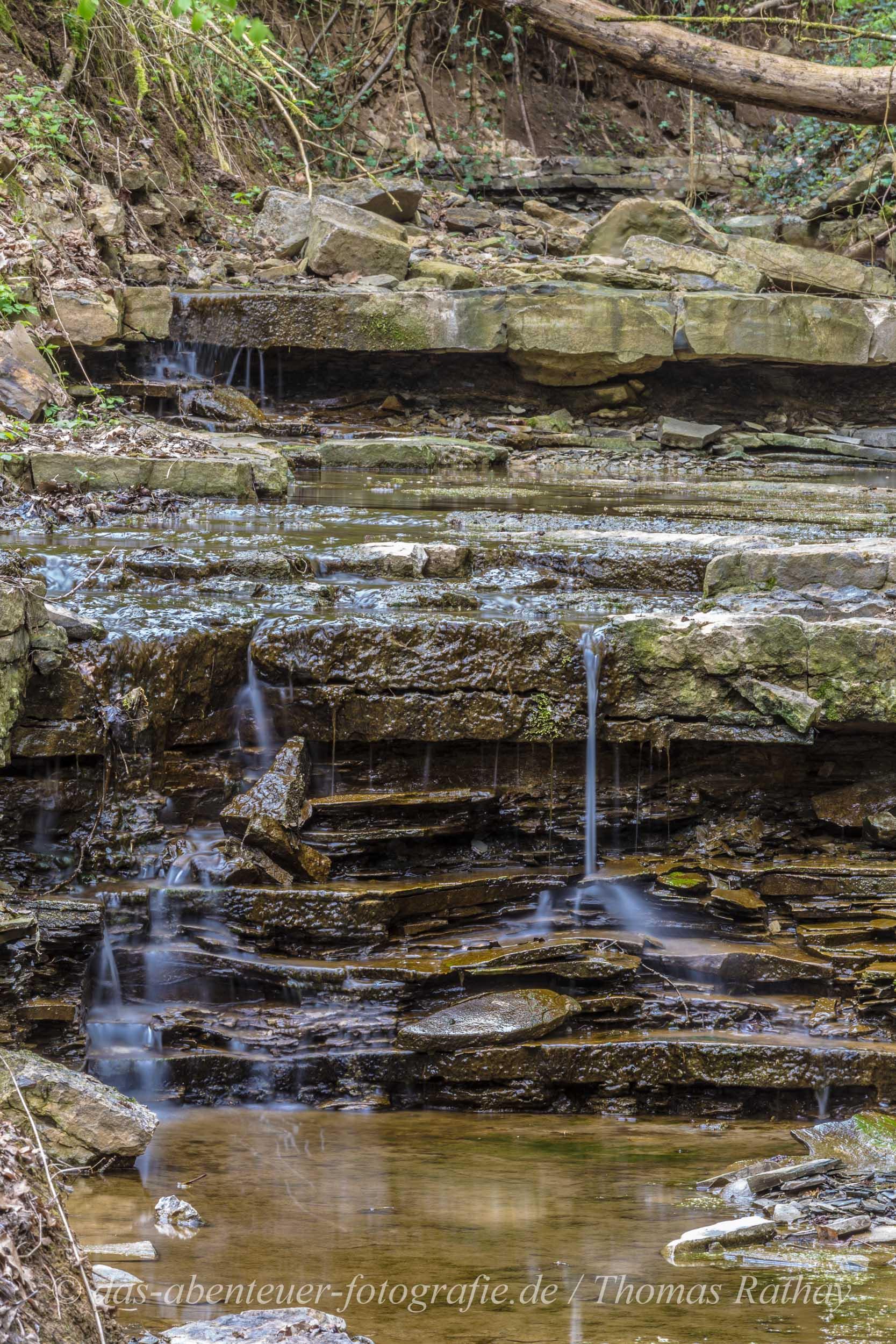 Kaum zu glauben, wie klein dieser Wasserfall ist.