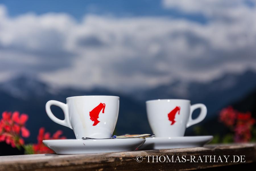 Meinl-Espressotassen vor Alpenkulisse