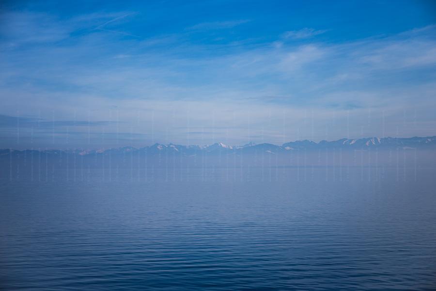 Blick vom Bodensee auf die Alpen