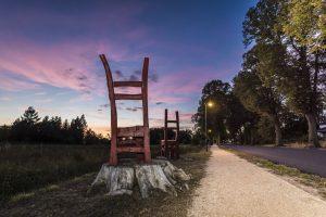 September: Stuhl-Kunstwerke in Wandlitz-Dorf