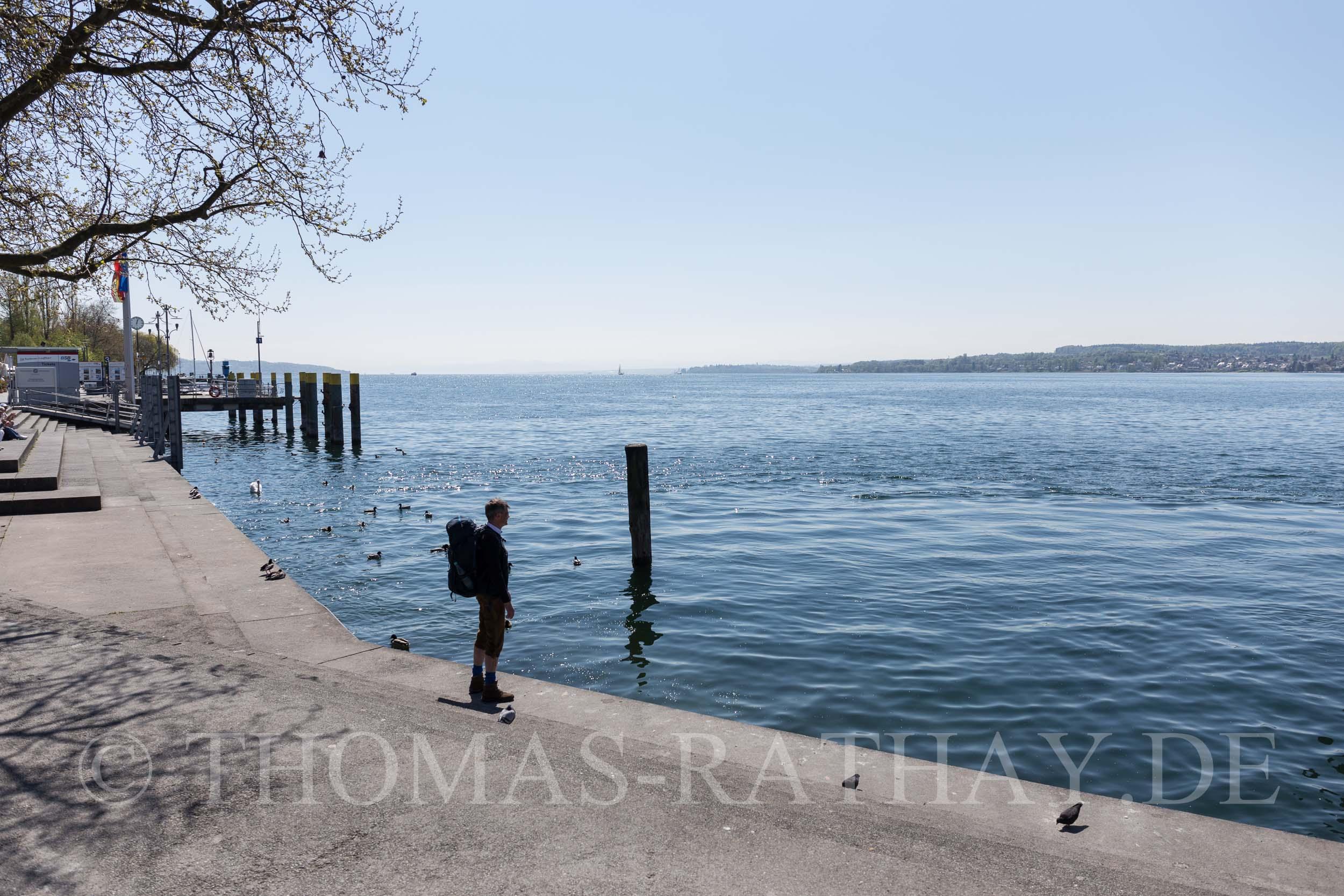 Wandern auf dem Seegang am Bodensee