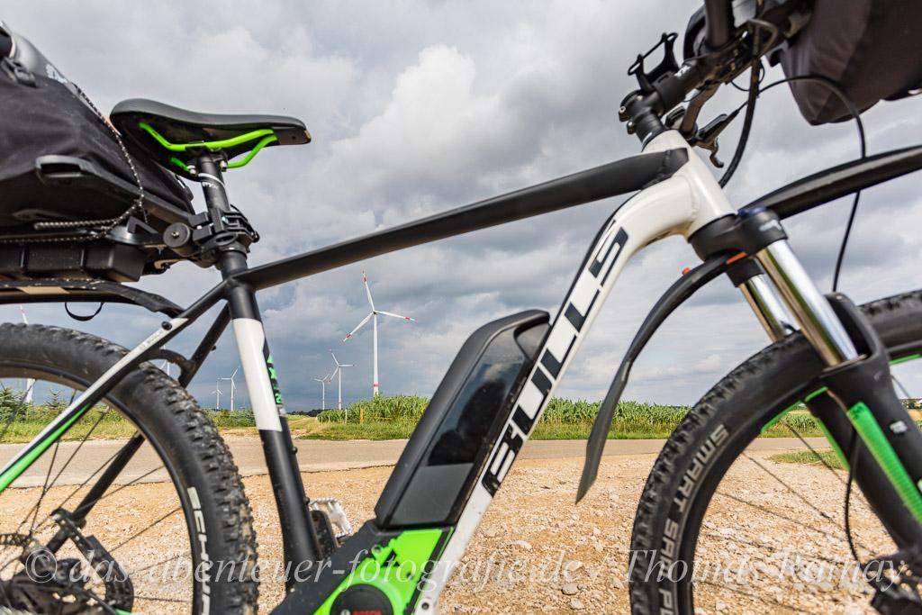 E-MTB und Windrad