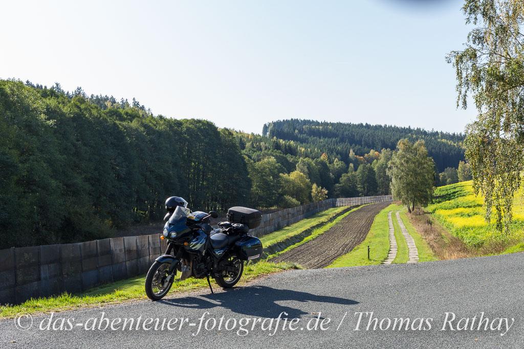 Motorrad am ehemaligen Grenzstreifen DDR-BRD