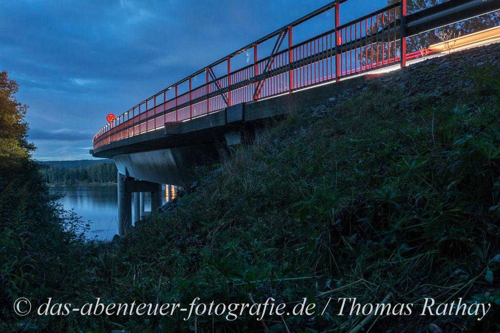 Brücke über den Glafsfjorden im Abendlicht