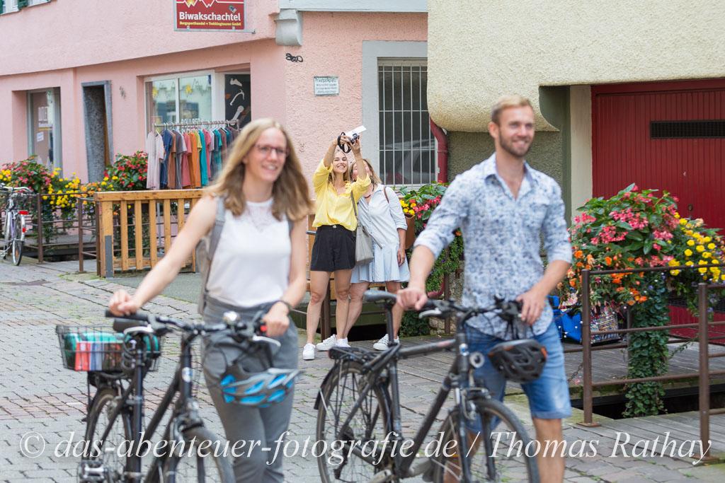 Radfahrer und andere Touristen in Tübingen